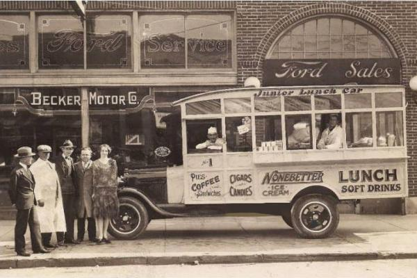 PHOTO-CHICAGO-BECKER-MOTOR-COMPANY-FORD-SERVICE-JUNIOR-LUNCH-CAR-IN-FRONT-NOTE-CIGARS-AND-CANDY-.jpg